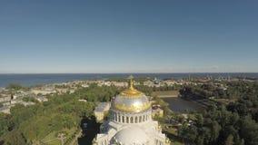 Rusia St Petersburg Kronshtadt Catedral naval almacen de video