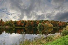 Rusia, St Petersburg, otoño en el parque de Gatchina fotografía de archivo libre de regalías