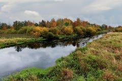 Rusia, St Petersburg, otoño en el parque de Gatchina imagen de archivo