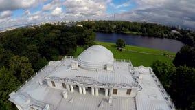 Rusia St Petersburg Palacio de Elagin en la isla de Elagin almacen de metraje de vídeo
