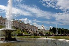 Rusia, St Petersburg, Peterhof, el 4 de julio de 2018, en la foto las fuentes famosas del parque superior fotos de archivo