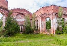 Rusia, St Petersburg, Priozersk, agosto de 2016: Ruinas pintorescas Imagen de archivo libre de regalías