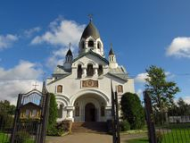 Rusia, St Petersburg, septiembre 16,2017, en la imagen la iglesia de St Alexis el metropolitano de Moscú en el Gatchina Highw fotos de archivo libres de regalías