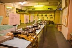 Rusia, Voronezh - CIRCA 2014: Refugio de bomba subterráneo de funcionamiento Punto de la aplicación el equipo protector personal Imágenes de archivo libres de regalías