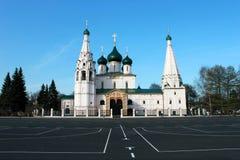 Rusia yaroslavl Zona de la UNESCO Iglesia blanca de Ilya Prophet en fondo del cielo azul Visión horizontal Imágenes de archivo libres de regalías