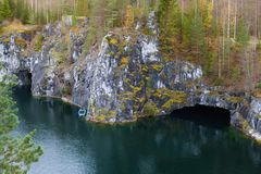 Ruskeala-Gebirgspark - eine Jahrhunderte alte Geschichte des Bergbaus Die unbeschreibbare Sch?nheit des nat?rlichen Marmors im wi lizenzfreies stockfoto