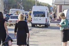ruskigt villkor av vägyttersidan på kollektivtrafiken Fotografering för Bildbyråer