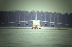 An-124 Ruslan飞行向鲁布林 图库摄影