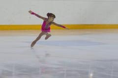 Ruslana Nemirova de Russie exécute le programme de patinage gratuit de filles argentées de la classe III Photographie stock