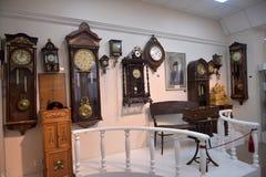 Rusland, Angarsk 02/01/2018 Museum van de oude klok Stock Fotografie