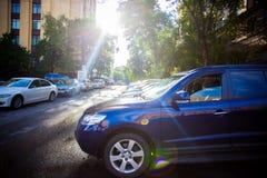 RUSLAND, 8 AUGUSTUS 2014, Foto van parkerenauto's binnen Stock Afbeeldingen