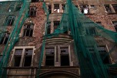 Rusland, Augustus 2016: Oud, dilapidated huis in het oude deel van Viborg Stock Fotografie
