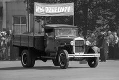 Rusland, Balashov 9 mei, 2018 Retro auto op de parade op 9 Mei ter ere van de overwinning in de Grote Patriottische Oorlog stock afbeelding