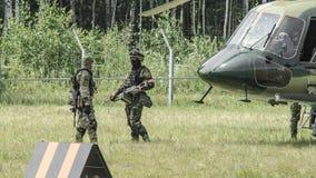 Rusland, Belgorod, 25 Juli, 2016: oefeningen van speciale korpsen storm de gevangen basis op diverse manieren royalty-vrije stock afbeeldingen