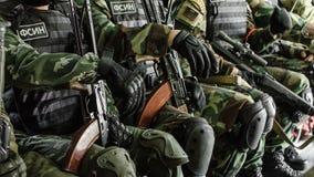 Rusland, Belgorod, 25 Juli, 2016: oefeningen van speciale korpsen storm de gevangen basis op diverse manieren royalty-vrije stock foto's