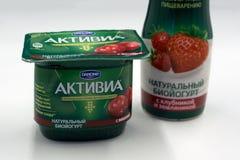 Rusland Berezniki 22 Februari, 2018: ACTIVIA yoghurt ACTIVIA merk van yoghurt, door Groupe Danone aan Dannon-bedrijf dat in Unite stock afbeeldingen