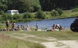Rusland - Berezniki op 31 Juli 2017: Mensen die een bad nemen Royalty-vrije Stock Fotografie