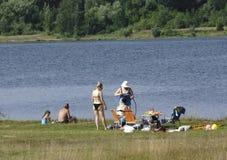 Rusland - Berezniki op 31 Juli 2017: Mensen die een bad nemen Stock Fotografie