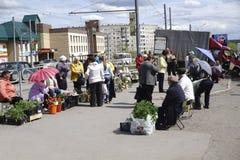 Rusland - Berezniki op 2 Juni 2017: De markt met objecten het beeing selled in het weekend vlooienmarkt in het stadscentrum Nieuw royalty-vrije stock fotografie