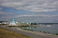 Rusland, Cheboksary. Mening van de Kerk van de Veronderstelling Royalty-vrije Stock Foto
