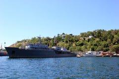 Rusland crimea sebastopol Schepen in de haven Overzeese blauwe hemel en schepen Stock Afbeelding