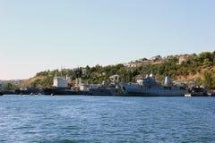 Rusland crimea sebastopol Schepen in de haven Overzeese blauwe hemel en schepen Stock Afbeeldingen