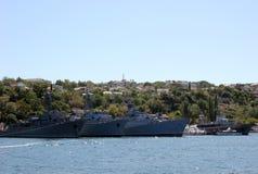 Rusland crimea sebastopol Schepen in de haven Overzeese blauwe hemel en schepen Stock Fotografie
