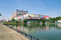Rusland De bouw Ostankino en Ostankino-vijver 21 Juni 2016 Royalty-vrije Stock Foto's