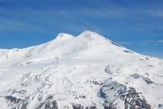 Rusland. De Kaukasus. De mening over Elbrus zet op royalty-vrije stock afbeelding