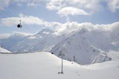 Rusland. De Kaukasus. De skitoevlucht van Elbrus Stock Afbeelding