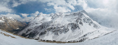 Rusland. De Kaukasus. Het landschap van de berg. Panorama Stock Foto