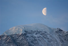 Rusland, de Kaukasus, maan over gletsjer van donguz-Orun royalty-vrije stock afbeeldingen
