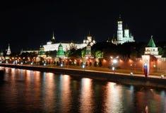 Rusland. De mening van Moskou het Kremlin bij nacht royalty-vrije stock afbeeldingen