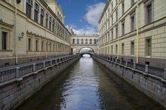 Rusland, heilige-Petersburg, het Kanaal van de Winter dichtbij Neva Stock Foto