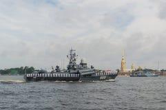 Rusland, heilige-Petersburg, 30 Juli, 2017 - kleine de Marine van de dagparade Stock Afbeeldingen