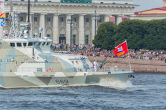 Rusland, heilige-Petersburg, 30 Juli, 2017 - machineartillerist op Royalty-vrije Stock Fotografie