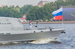 Rusland, heilige-Petersburg, 30 Juli, 2017 - op de neus van shi Royalty-vrije Stock Foto's