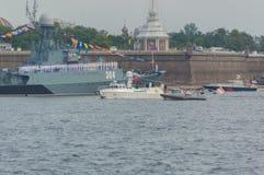Rusland, heilige-Petersburg, 30 Juli, 2017 - op Marinedag, Russi Royalty-vrije Stock Fotografie