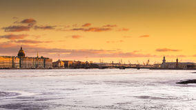 Rusland, heilige-Petersburg, 19 Maart 2016: Het watergebied van †‹â€ ‹Neva River bij zonsondergang Royalty-vrije Stock Afbeelding