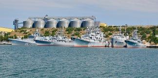Rusland, het schiereiland van de Krim, de stad van Sebastopol 21 juni 2018: Weinig schepen van de vloot van de Zwarte Zee op anke royalty-vrije stock fotografie