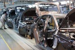 Rusland, Izhevsk - December 15, 2018: LADA Automobile Plant Izhevsk Assemblage nieuwe auto's op de transportbandlijn royalty-vrije stock afbeeldingen