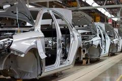 Rusland, Izhevsk - December 15, 2018: LADA Automobile Plant Izhevsk De organismen van nieuwe auto op de transportbandlijn royalty-vrije stock afbeelding