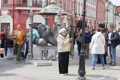 Rusland, Kazan, kan 1, 2018, nemen de toeristen selfies op de straat, redactie royalty-vrije stock foto