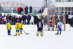 RUSLAND, KOROLEV- 18 FEBRUARI, 2017: De kromme toernooien ter ere van de lokale beroemde bussen werden binnen gehouden voor het e Royalty-vrije Stock Afbeelding