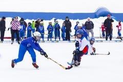 RUSLAND, KOROLEV- 18 FEBRUARI, 2017: De kromme toernooien ter ere van de lokale beroemde bussen werden binnen gehouden voor het e Royalty-vrije Stock Fotografie