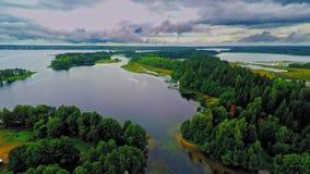 Rusland, meer Valday, het Iveron-klooster, (Luchthommelvluchten) stock footage
