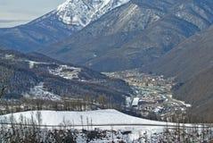 Rusland - Mening van de skitoevlucht Rosa Khutor in Sotchi met een lifthoogte Royalty-vrije Stock Afbeelding