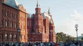 Rusland, Moskou, 15 juni 2018 Mening over de het Historische Museum en mensen die van de Staat langs Rood Vierkant, dichtbij het  stock footage