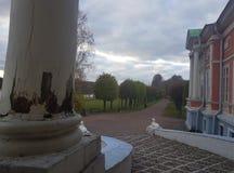 Rusland, Moskou, Kuskovo-Park, ochtend in het Park, Kuskovo-de zomer, de parken van Moskou, manor royalty-vrije stock afbeelding