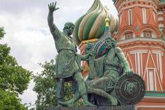 Rusland, Moskou, St Basilicumkathedraal en monument aan Minin en Pozharsky Stock Afbeeldingen